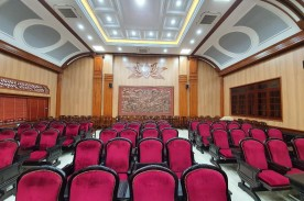 Thi công gỗ tiêu âm hội trường UBNN huyện Hà Nam